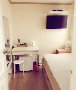 조용한 주택가에 자리잡은 편안한 숙소 - 서울특별시 - House