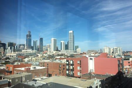 1-bdrm apt w/ views, near Embarcadero and transit - Сан-Франциско - Квартира
