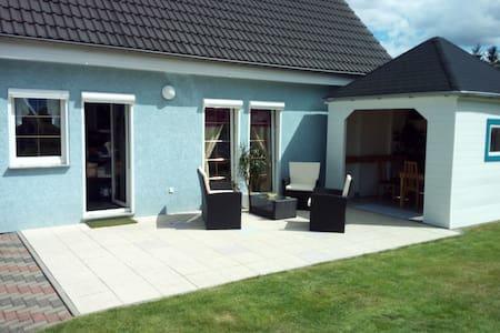 Familienfreundiches Haus mit Terasse/Garten/Teich - Casa