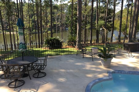 Rayburn Country waterfront Guest/Bunkhouse - Guesthouse