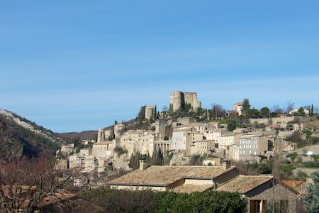 Deux-pièces moderne chaleureux jouxtant lesThermes - Montbrun-les-Bains