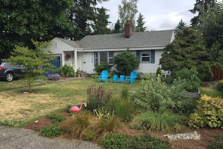 Charming North Seattle Family Home (kid friendly) - Seattle - House