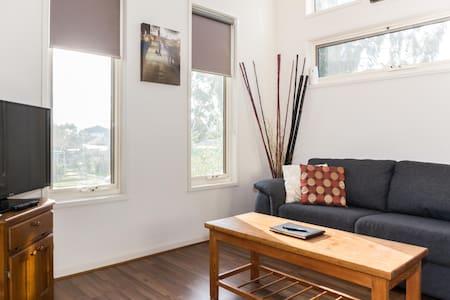 4 beds 2 baths Parking & Wifi - Lejlighed