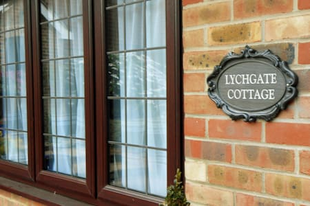 Lychgate Cottage, Church Street, Henfield - Henfield - Villa