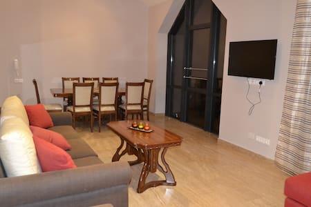A superior 5 bedrooms Villa - Villa