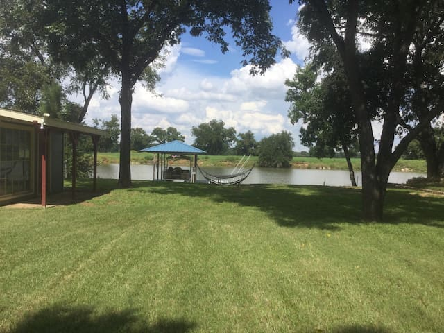Brazos river house suite houses for rent in brazos for Brazos river cabins