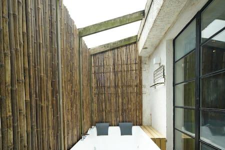 中山公园百年洋房,竹林阳光SPA大浴缸 - Villa
