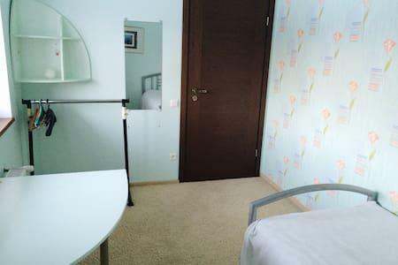 Зеленая комната - Hus