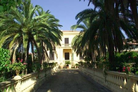 Villino con vincolo storico cultura - Huvila