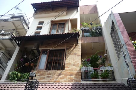 Homestay in a family-style double room - ward 14, tan binh district - House