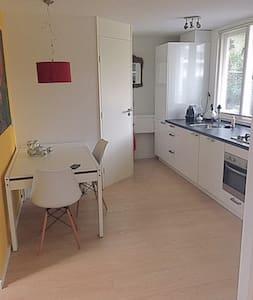 Modern en gezellig tuinhuis - Wassenaar