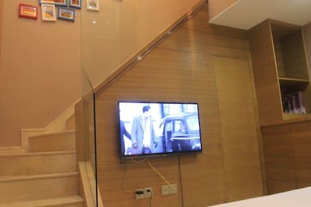 西湖一桥之隔临近宋城美食街loft复式双床双卫田园房 - Hangzhou - Lägenhet