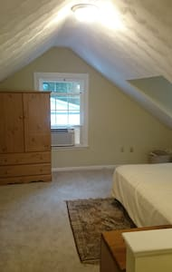 Studio with private bath. 600 Sq ft - Newport News - House