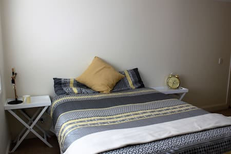 Queen bed, Ensuite. Near Hillsong - Casa