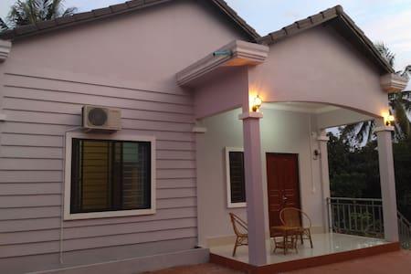 House Amber Cat - Krong Preah Sihanouk