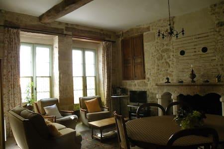 Belle demeure dans bourg médieval - Issigeac - House