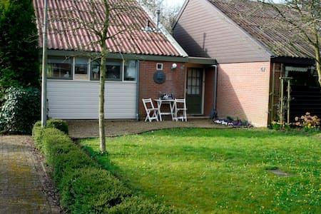 gezelige bungalow vlakbij schoorl - Mökki