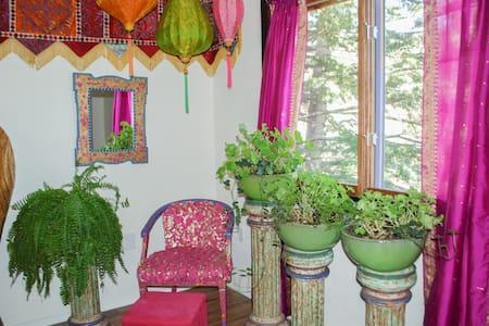 Jewelz of Taos Cabin, Comfy & Cozy in Taos Canyon - Taos