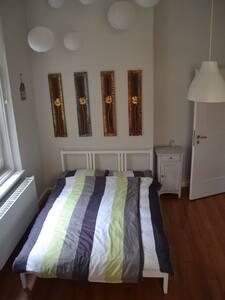schönes helles Zimmer Stadtmitte - Augsburg - Lägenhet