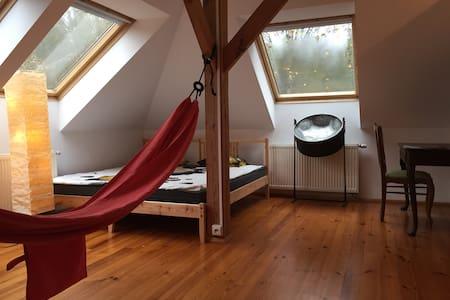 Room 1-3 persons, hammocks, chimney - beautiful - Wilcza Wólka