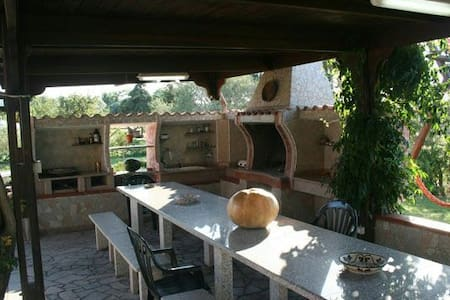 Villa nel verde, 2000 m. dal mare - Sorso, Sardegna, IT