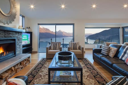 Lake View Retreat, Queenstown Hill - Townhouse