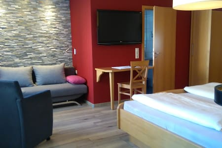 Familienzimmer Doppelbett und Doppelliege max 4P. - Hilpoltstein - Wikt i opierunek