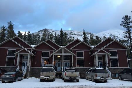 Castle Mountain Ski Resort Condo on the Hill - Pincher Creek No. 9