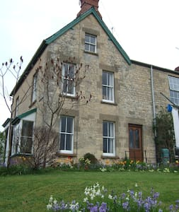 Cotswold stone house. Double attic room - Ebley - Hus