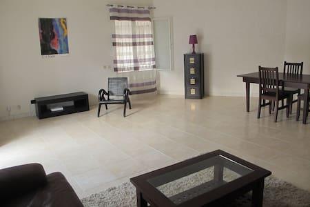 Cosy & great location - chambre/salon/terrasse - Dakar - Apartamento
