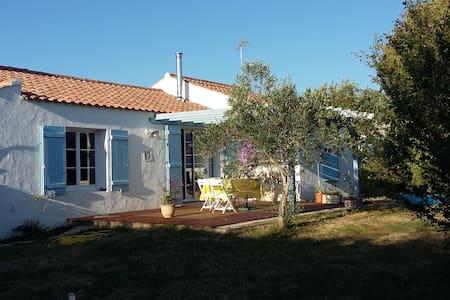 Chambre dans maison au calme d'un jardin arboré - La Barre-de-Monts - Casa
