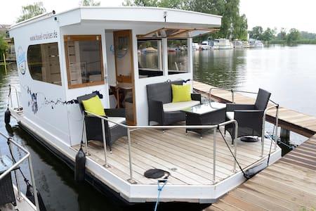 HAVEL Cruiser - Die Yacht unter den Hausbootflößen - Brandenburg an der Havel - Boot