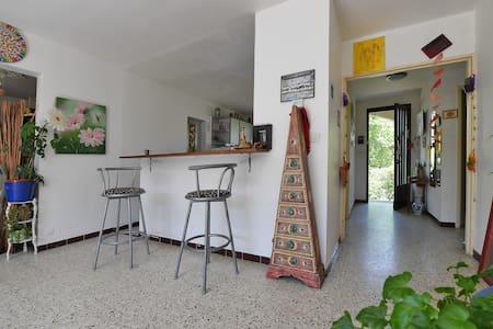 Chambre  avec jardin à 2 pas du centre  d'Uzès - Haus