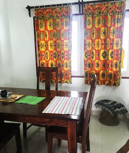 Home stay close to the airport + WiFi + AC - Apartment