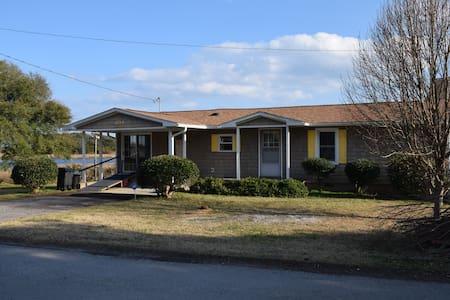 Comfy Cottage on Crystal Coast - Swansboro - House
