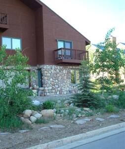 Walk to Quad Lift;Bike Trails Close;Lot of gardens - Crested Butte