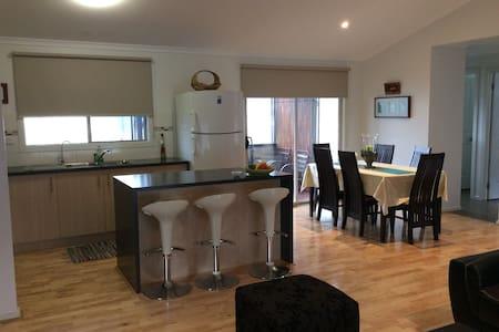 Near new modern holiday house - Tarwin Lower
