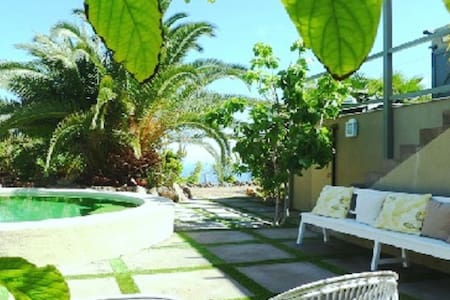 Exclusive seaside villa with private pool. - San Juan de la Rambla