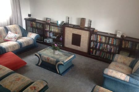 well light, spacious, cosy, conveneint,secure - Nairobi - House