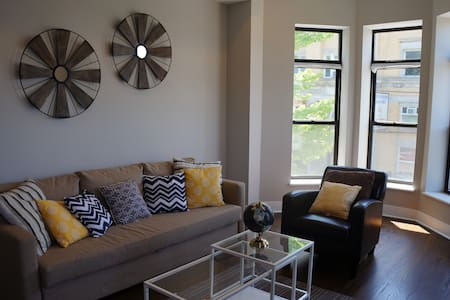3BR Penthouse 8 Mins to Downtown - Chicago - Apartment