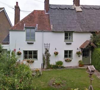 Beautiful 400 y/o Thatched Cottage - Bosham
