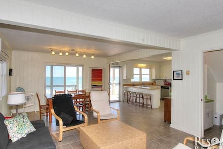 Oceanfront OBX Cottage - Килл-Девил-Хилс