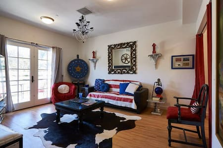 2bdrm FUNHOUSE!  Casino / Vineyards