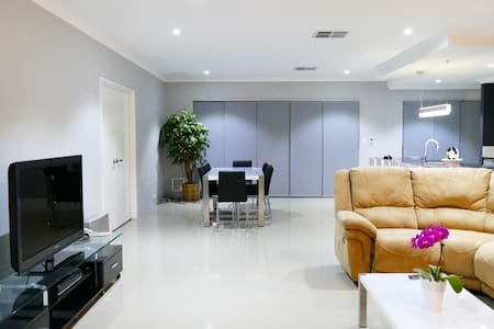 Rainbow Dream House LUXURY Perth - Harrisdale - House