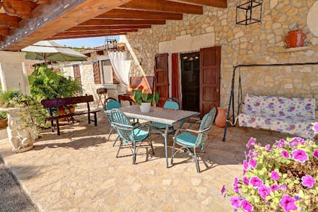 Villa for rent, Muro, with large pool and garden - Casa