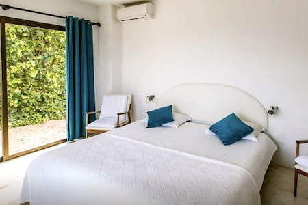lovely room in a wonderful villa S - Sant Joan de Labritja - Casa de campo