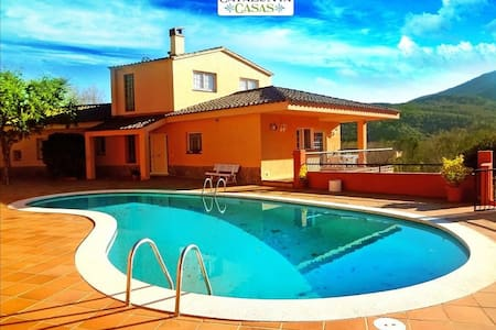 Glorious 5-bedroom villa for 10 people nestled in the hills of Arbucies - Costa Brava - Huvila