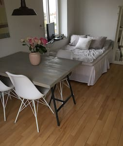Nice room, close to public transp. and green areas - København - Apartment
