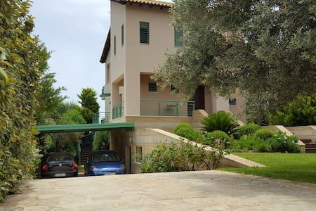Penelope's Villa, 200 sq.m in Kineta Attikis - Kineta - Villa