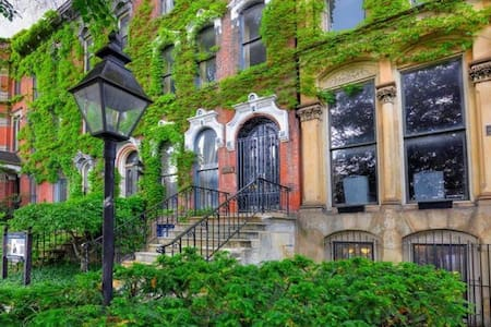 Great Suite in Historic Brownstone - Cleveland - Bed & Breakfast